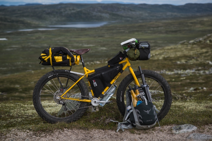 A yellow Surly Pugsley did the duties for yours truly. Please note the matching packraft and paddle.